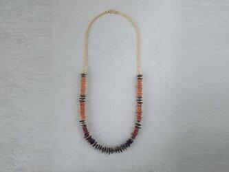 琥珀のネックレスの画像