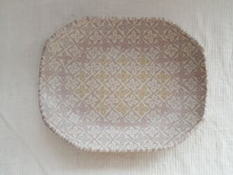 練上 平皿 花菱模様 ピンク マット釉薬の画像