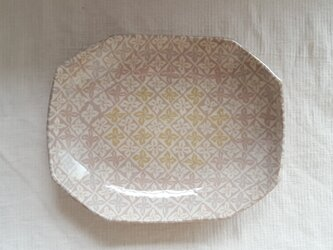 練上 平皿 花菱模様 ピンク 透明釉薬の画像