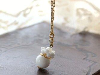 ミリアムハスケル★ヴィンテージ・ミルクガラス 花のような実のようなネックレス ペンダント コスチュームジュエリーの画像