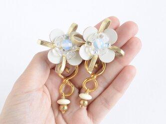 Flower Petal〝gold〟【レザーピアス/イヤリング】の画像