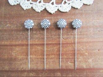 アンティークシルバー花ビーズの待ち針 4本セットの画像