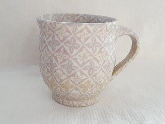 練上 丸マグカップ 花菱文 ピンク マット釉の画像