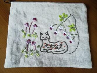 手刺繍☆リネンのポーチ☆猫とキノコの画像