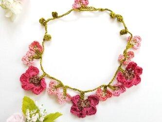 オヤで編んだお花のネックレス 赤&ピンクの画像