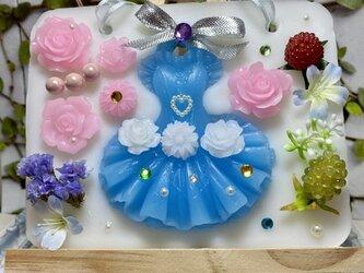 送料無料 青いドレスのレディの画像