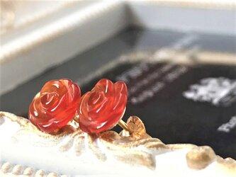 《14kgf》レッドアゲート シンプルでキュート!薔薇のスタッドピアスღ .:* 柔らかな花びらラインに癒されます♡ の画像