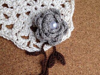 お花のモチーフ・ブローチ1の画像
