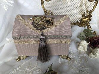 宝石箱ベージュの画像