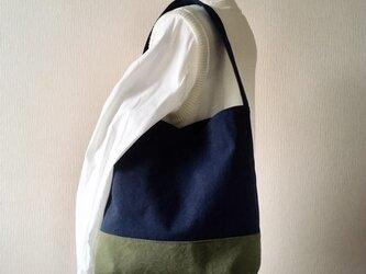 ウォッシュ加工帆布のワンショルダー(ネイビー×カーキ)の画像
