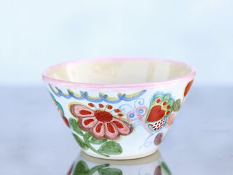 花と蝶絵の飯椀(ピンクの縁取り)の画像