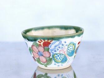 花と蝶絵の飯椀(緑の縁取り)の画像