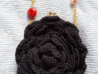 編みがま口ポーチ 立体お花黒 ブレスレット付きの画像