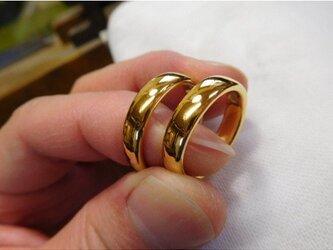 結婚指輪 手作り(鍛造&彫金)純金 k24製 幅広4.5ミリの平甲丸リング&角がない滑らかで最高の着け心地!の画像