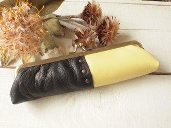 レザーとリバティプリント ひよこ色と黒色 がま口ペンケース の画像