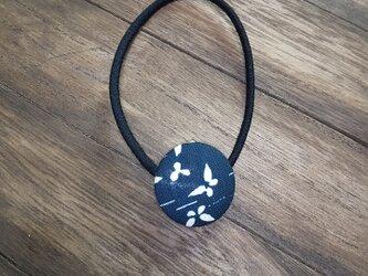 くるみボタンヘアゴムの画像