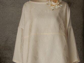 着物リメイク オフホワイトのチュニックブラウス/フリーサイズの画像