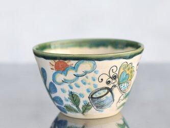 花と蝶絵の飯椀(大)(織部釉の縁取り)の画像