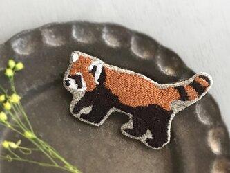 レッサーパンダ刺繍ブローチ【受注制作】の画像