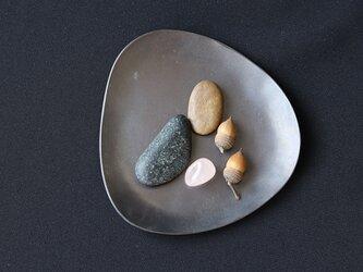 Stone S  ふぞろいの黒染皿の画像