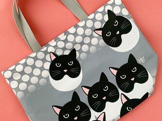猫の視線を感じる気がする 『猫柄』お買い物袋02の画像