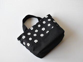 小さな花柄の北欧風リバーシブルミニトートバッグ(黒)※の画像
