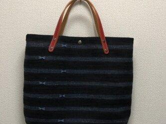 裂き織り ボーダーリボンバッグ(黒×青)本革持ち手の画像