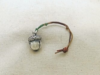 銀製の鈴 『 どんぐり・レッドオーク 』 (シルバー925) 根付・バッグチャームの画像