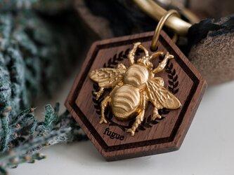 【バッグチャーム】ミツバチとヘキサゴン/ウォルナットの画像