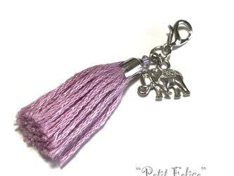 象のモチーフが揺れる♪薄紫色のタッセルファスナーチャーム マスクチャームにも!の画像