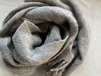 グレー天然色 マフラー 手紡ぎ手織り 天然素材の画像