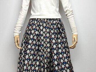 【着物リメイク】タック&ギャザースカート/黒地に白赤青抽象柄の画像