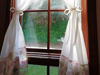 ティーカップRose♪ホワイトコットン両開きカフェカーテン (リボンクリップ付き)の画像