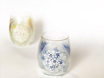 コロコロ可愛いグラス(刺繍のように)Bの画像