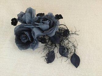 再販黒とグレーの薔薇の画像