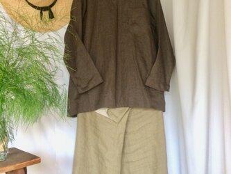 リネン100Vネック胸ポケット付きブラウス ダークブラウン の画像