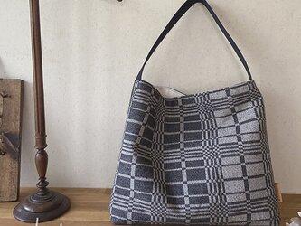bag[手織りワンショルダーバッグ]チャコールの画像