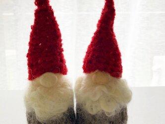赤いニット帽のトントゥの画像