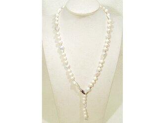 バロックの本真珠(淡水)とSV925のY-ネックレス(ナチュラルカラー、ホワイト、ロジウム、ロングネックレス)の画像