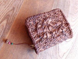 山葡萄の蔓で編んだカードが沢山入るカードケース(ストラップ付)の画像