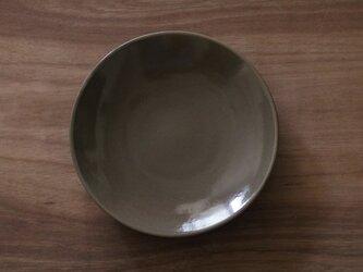シンプルな丸皿 グレージュ7寸22cmの画像