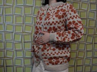 大輪の花カーディガン(大きめ) テラコッタと淡霜降りブラウンの画像