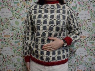 SALE レトロな柄のグレーセーターの画像