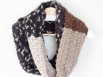 ウールの透かし編みスヌード(茶)の画像