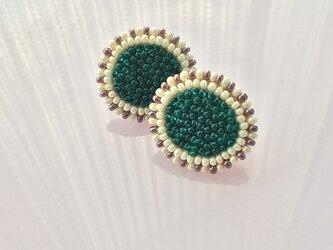 ビーズ刺繍のイヤリング みどりの画像
