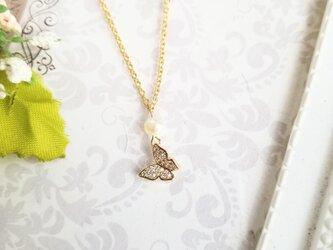 淡水パールと蝶のネックレス の画像