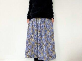ウサギと野の花柄*ロングスカート*マキシ丈*コットン100%の画像
