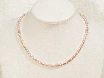 4mm本真珠(淡水)のネックレス(41.5cm、マグネット、ラインストーン付き、強い照り)の画像