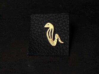 コブラの真鍮ピンバッジの画像