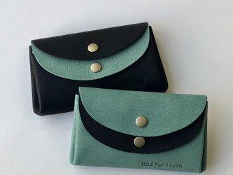 ピッグスキンの小さなお財布 ターコイズグリーン×黒の画像